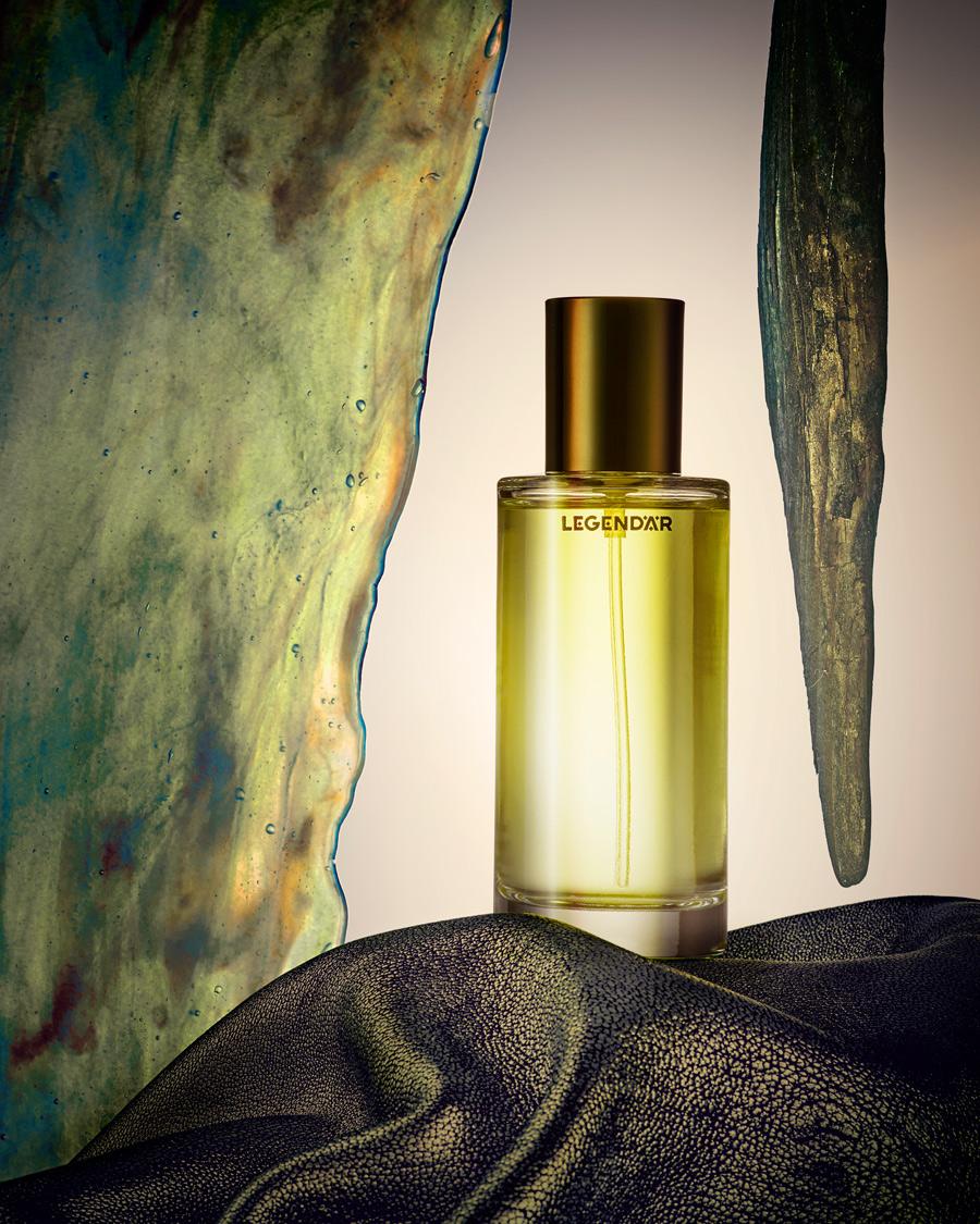 winter perfume editorial with bigarade santal by legendär